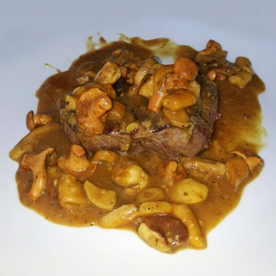 Boškarin beefsteak in fresh mooshrom sauce