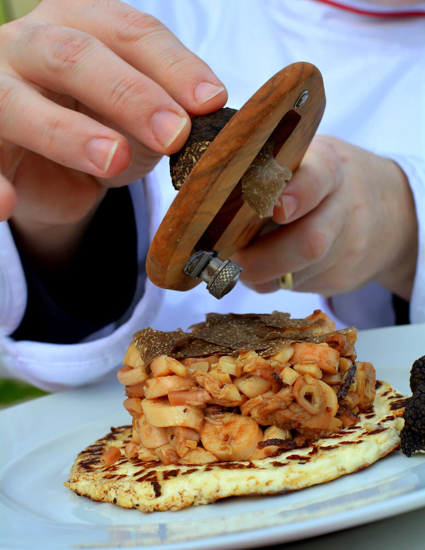 Hobotnica sa svježim crnim tartufima